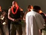 《勇敢者的游戏》开拍 巨石强森晒夏威夷片场视频