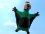 《倒霉特工熊》先导预告 笨熊翼装飞行拯救世界