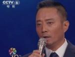 《中国机长》主创上台 张涵予为塑造时代英雄感到自豪