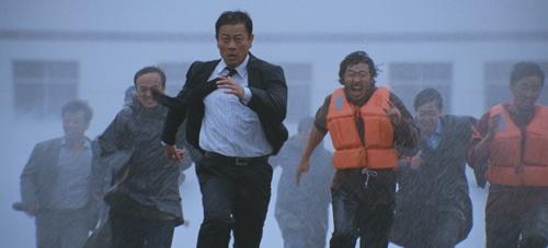 《超强台风》10月登陆 挑战美国灾难大片_内地