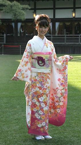 福田国民美少女盛装发火日本沙纪美艳女生动怕亮相和服图片