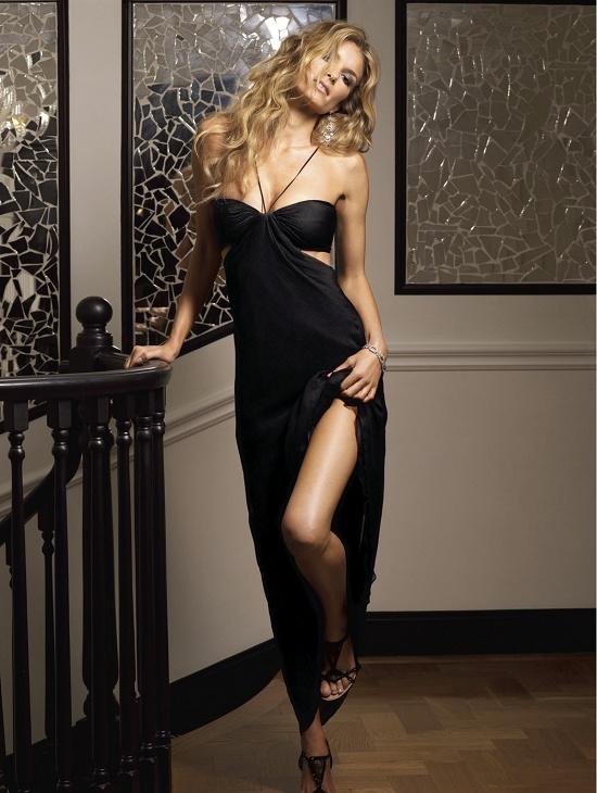 米勒最新写真 双色晚礼裙尽显纤腰美腿 欧美