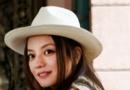 赵薇赴迪拜拍华美写真 高贵时尚展大女人风情