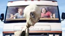 《保罗》曝光新预告片 癫狂幽默恶搞外星人