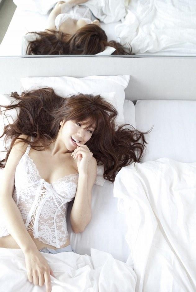 周韦彤日本拍摄性感新写真