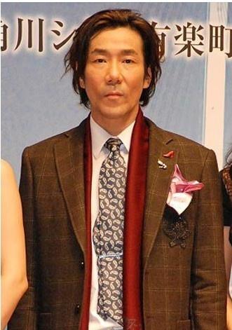 (左起)导演若松节朗、深田恭子、岸谷五朗、木村多江