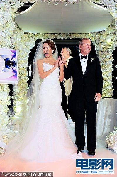 玟大婚甜蜜亲吻老公 碧昂斯献唱贺亿元婚礼