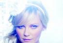 克里斯汀·邓斯特最新写真 冷光下变身古典美人