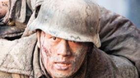 《金陵十三钗》狙击战片段 佟大为炫技怒打日本兵
