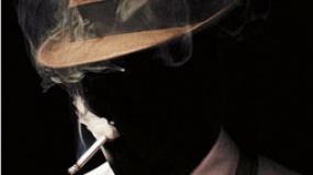 瑞恩·高斯林扮变态隐形人 阴郁演绎经典大反派