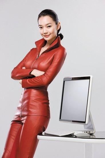 身穿紧身曲线性感皮裤大秀红色身体4皮衣v紧身客银衣怪图片