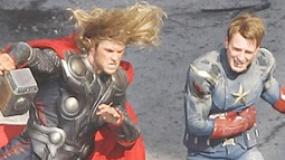 《复仇者》超级碗中文预告 战队成型绿巨人抵万夫