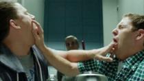 《龙虎少年队》中文片段 衰仔卧底被嗑药互抠嘴