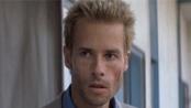 盖·皮尔斯一改银幕绅士风 《反锁》变身科幻英雄