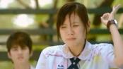 《初恋这件小事》表白片段 学妹敞胸怀遭拒伤心涉水