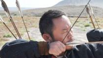《骆驼客》西部情怀真汉子催泪 首映现场弯弓炫技