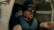 《敢死队2》新款宣传 小车突围飞机被毁场面火爆