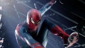 《超凡蜘蛛侠》片段 帕克空中飞人戏弄警车团团转
