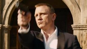 """""""007""""中文服装特辑 抗造牌西服打斗耍帅两不误"""