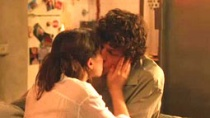《爱在罗马》中文片段 艾森伯格热吻佩吉遭围观