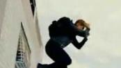 《谍影重重4》中文15秒宣传片 雷纳飞檐走壁逃亡