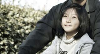 """韩国""""激萌萝莉""""获奖 《芭比》讲述少女纯洁友谊"""