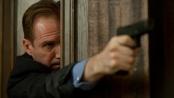 《007:大破天幕危机》最新预告 邦德中弹落水