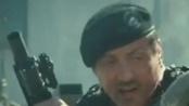 《敢死队2》中文片段 摩托车打飞机水墙淹敌军
