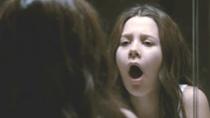 《恶灵入侵》曝光首支片段 少女口中长异物被吓哭