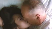 《环形使者》中文国际预告 老布穿越激情拥吻美人