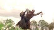 《被解放的迪亚戈》中文预告 小李手抚骷髅邪笑