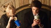 《壁花少年》中文片段 派对举杯同贺古怪少男