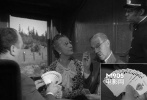 在火车上,坐在Santa Rosa旁边打牌。对面玩家台词是,你看起来手气一般,但大师手里的牌真的不一般。