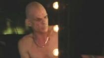 《霍利车行》中文片段 裸男郁郁寡欢心结难解