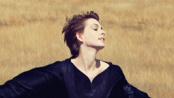 《悲惨世界》主角亮相时尚杂志 海瑟薇短发登封面