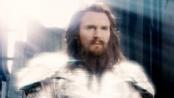 """连姆·尼森演绎银色盔甲下的美版""""宙斯""""——《诸神之战》"""
