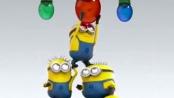 《神偷奶爸2》圣诞版预告 小黄人挂彩灯似杂技