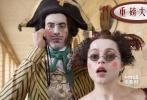这已经是法国文豪维克多•雨果的这部代表作第14次被搬上银幕,不一样的是,作为环球百年庆典献上的贺礼,这部《悲惨世界》首次引入借鉴了同名音乐剧。很多音乐剧的桥段和场景,将在片中原景重现。</br>相对原著,同名音乐剧倒是更值得普及一番。最早的法语版音乐剧于1980年在巴黎体育馆上演,累计观众达到50万人,轰动一时。1985年,经过金牌制作人卡梅隆•麦金托什改编,《悲惨世界》的英语版音乐剧在伦敦上演,并迅速火热,成为经典。苏珊大妈成名曲《I Dreamed A Dream》便是出自该剧唱段。由此看来,汤姆•霍珀虽然不具备歌舞片导演经验,但有两种艺术版本的原著可供参考,相信他的压力会锐减不少。