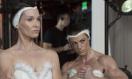 《惊声尖笑5》中文预告 琳赛·罗翰恶搞床戏尖叫