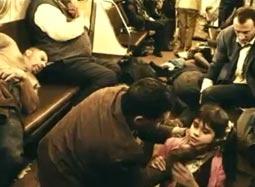 《地铁》曝片段 遇难乘客混乱求生尽显人性善恶