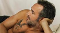 《生死迷局》发国际预告 影帝杜雅尔丹裸露秀身材