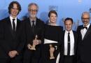 《规则改变》夺得大奖 朱利安·摩尔领主创秀奖杯