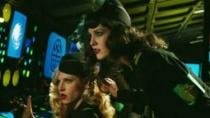 《查尔斯的心灵》片段 美女制服诱惑炸弹前险逃生