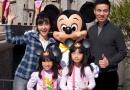 小S携全家赴迪士尼度假 曝与老公、女儿温馨照