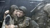 勇猛大兵也有温情一面 不幸中弹血雨交融——《拯救大兵瑞恩》