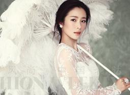 江一燕穿婚纱化身古典贵族新娘