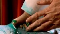 """《第五元素》中文片段 威利斯蓝人体内取""""圣石"""""""