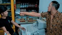 《石器时代》爆笑片段 悲催囧劫匪遭遇无脑傻店员