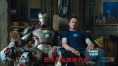 托尼(小罗伯特·唐尼饰)与MARK42战甲