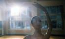 《逆光飞翔》MV大赏 温婉曲风诉说梦想的力量